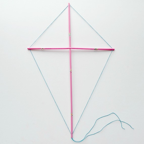 Make a Fast Kite with One Sheet of Paper | Diy kite, Kite making ... | 570x570