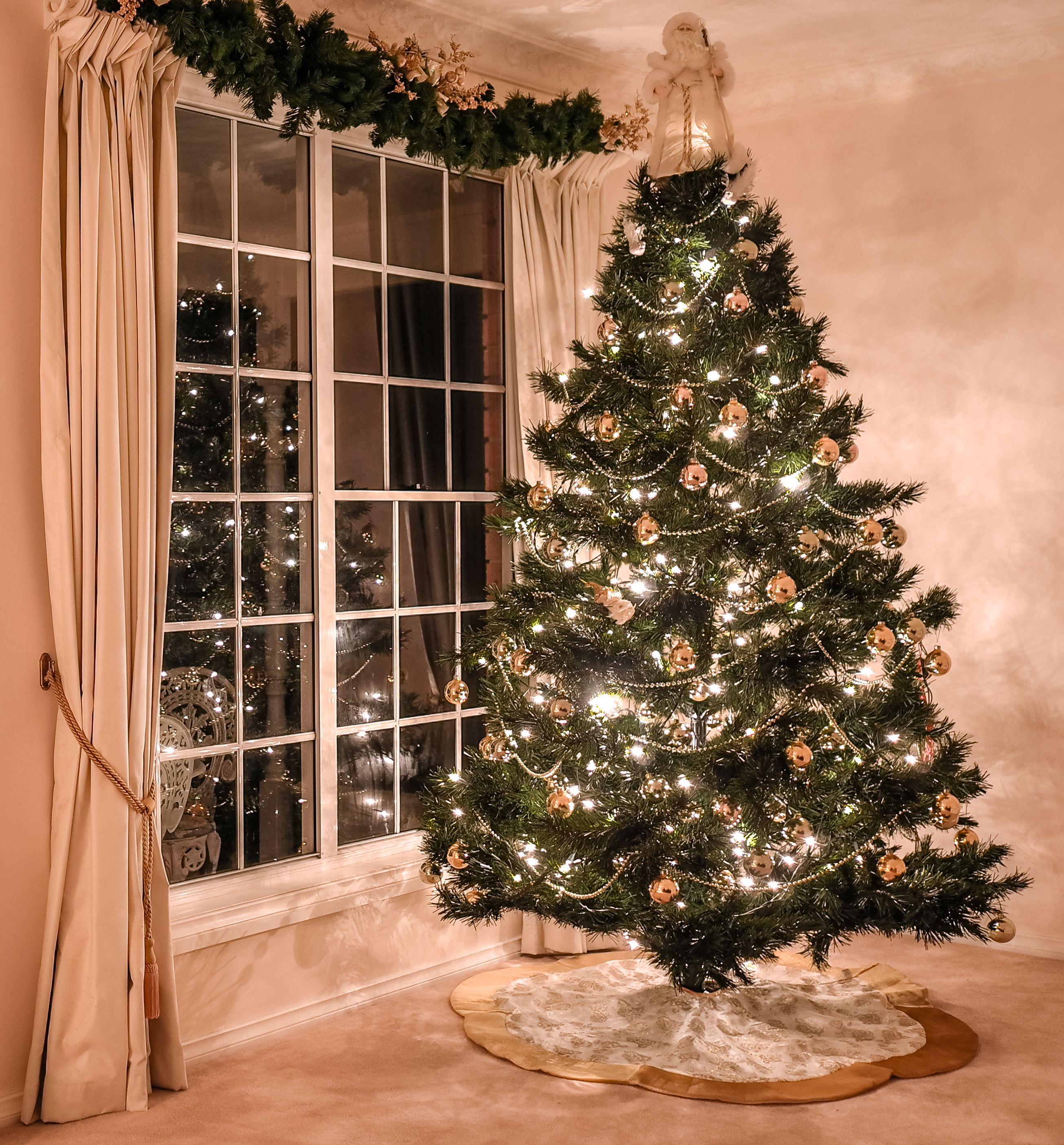 Amazing 10 Christmas Decoration Hanging Hacks How To Hang Your Holiday Wiring Cloud Loplapiotaidewilluminateatxorg
